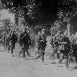Príslušníci Červenej armády, 1. Ukrajinského frontu sa presúvajú do priestoru Dukly